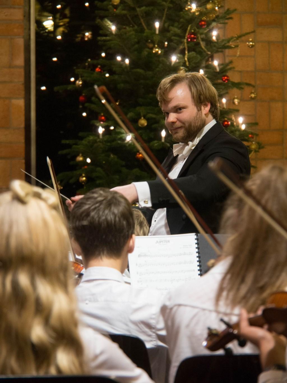 •Dirigent Jim Roodnat van het RJO en RJSO tijdens eerder Kerstconcert van de Vereniging. Foto: RJSO.nl © DPG Media