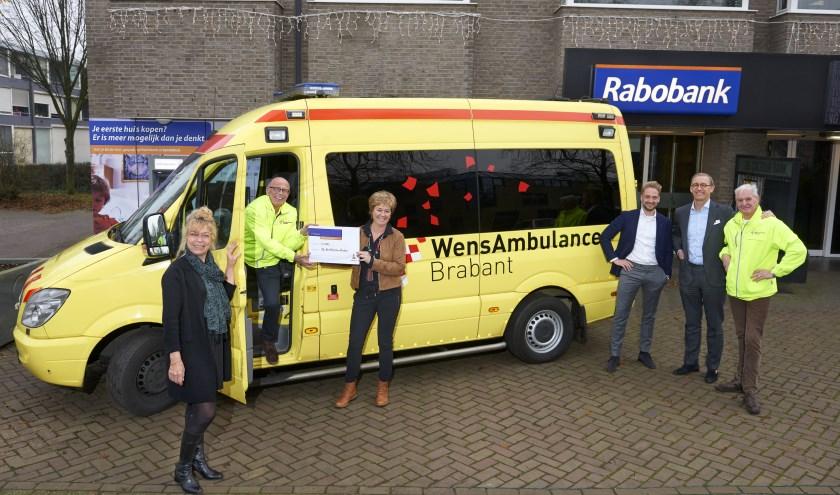 Mieke, Ina, Gerard en Lester hebben hun persoonlijk medewerkersbudget geschonken aan stg. WensAmbulance Brabant.