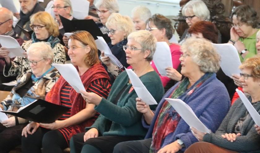 Er werd volop meegezongen met het pepernotenkoor in de Grote of Barbarakerk