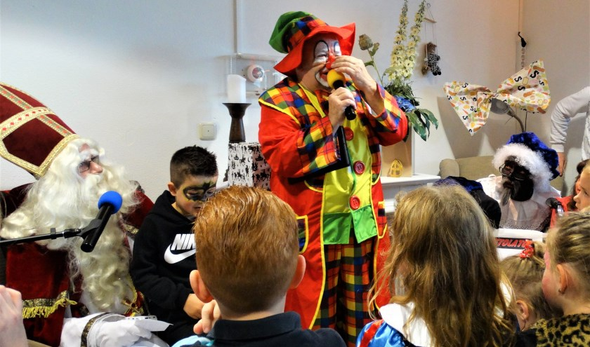 Clown Bassie, pieten en natuurlijk Sinterklaas zorgden voor een feestelijke middag.