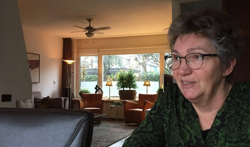 Betty Hutten stelt voor het tweede jaar haar huiskamer aan de Noorderkroon open tijdens de manifestatie Theater bij de Buren.