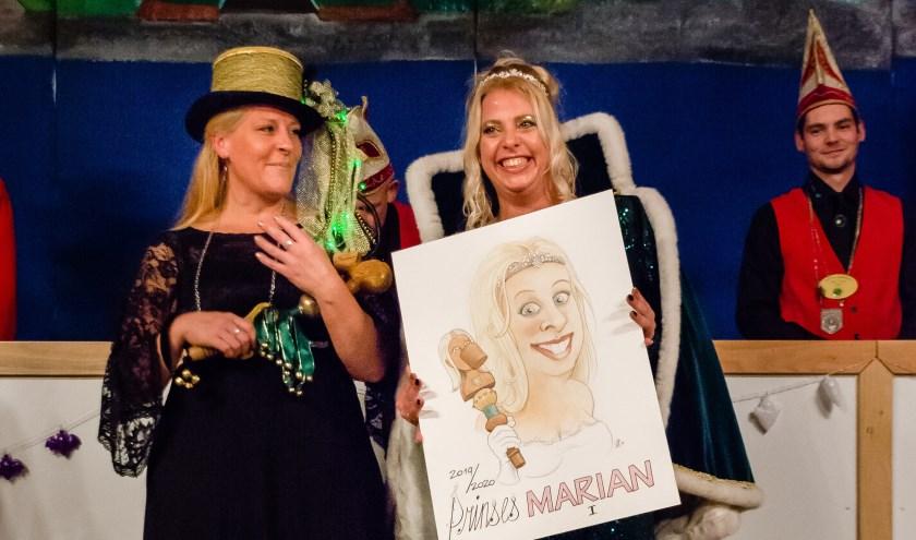 Prinses Marian de eerste en adjudante Louise werden onlangs in Babberich gepresenteerd. (foto: Steinmar Polman)