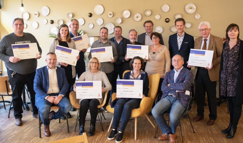 Uitreiking cheques.