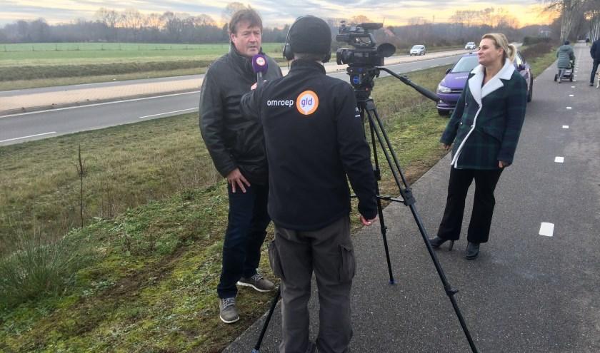 Actievoerders voor bescherming van de Zumpe geven tekst en uitleg aan de media ter hoogte van de beoogde locatie.
