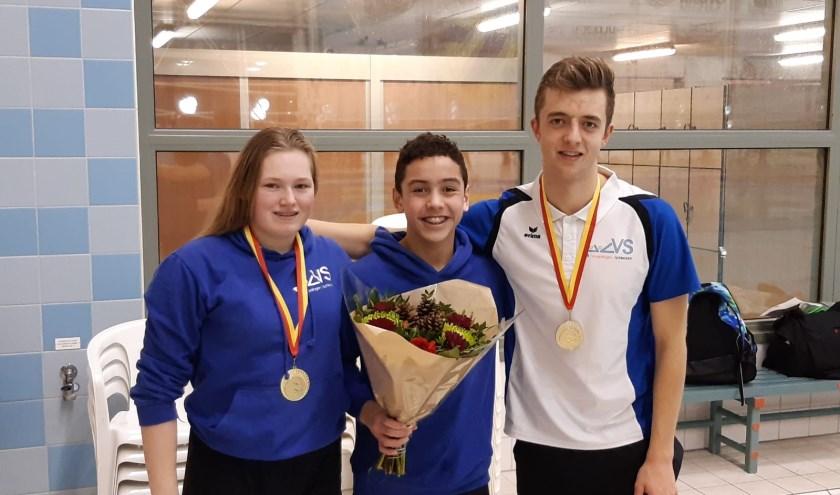 Karlijn Offering, Thierry Zulver en Niels Dijkshoorn(v.l.n.r.) zijn voor de zwemclub ZVVS echte zwempareltjes en een belofte voor de toekomst. Foto: ZVVS