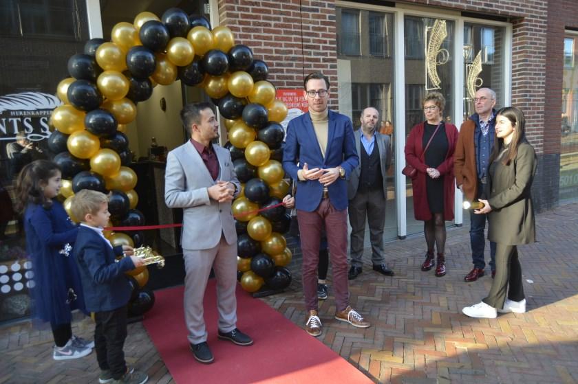 Tijdens de opening van de nieuwe kapperszaak aan de Brouwersgracht. (Foto's: Pieter Vane)