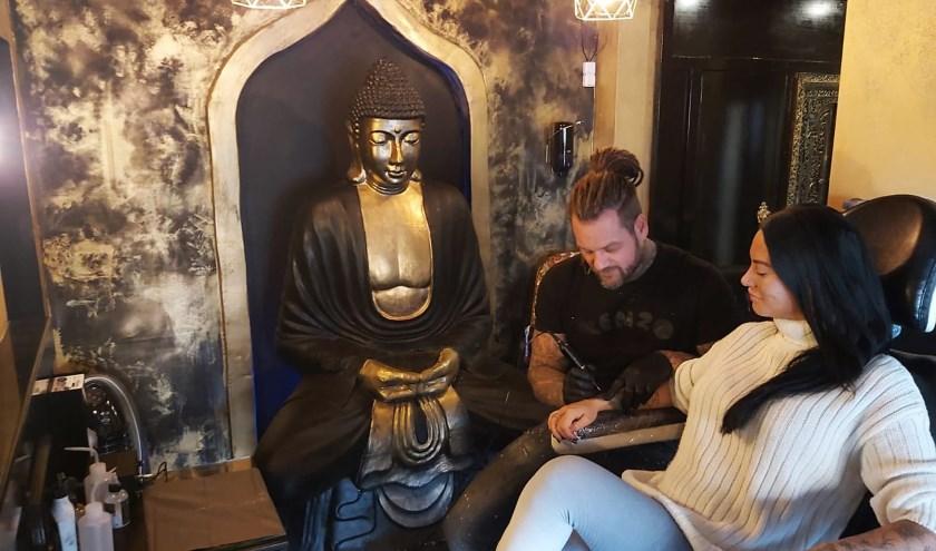 Vanaf eind deze wek kan men op de Prins Bernhardlaan terecht om een tattoo te laten zetten. (Foto: Black Lotus Tattoo)