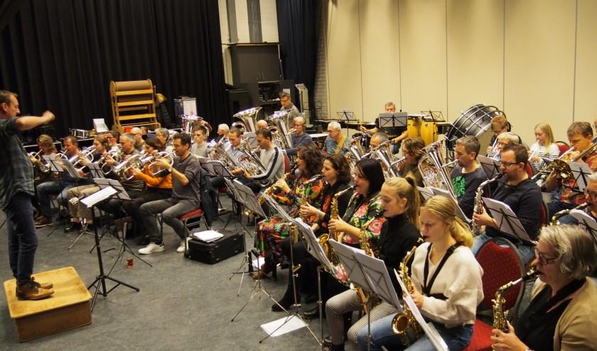 De muzikanten repeteren al maandenlang voor de show op 14 december.