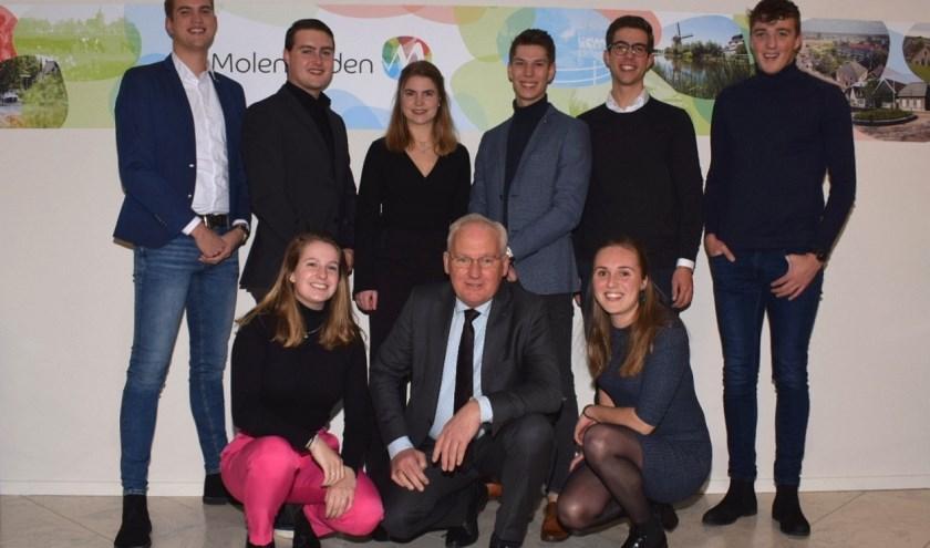 Deze jongeren zijn er klaar voor! Burgemeester Dirk van der Borg lanceerde het jongerenplatform Young4Waard. (Foto: pr)