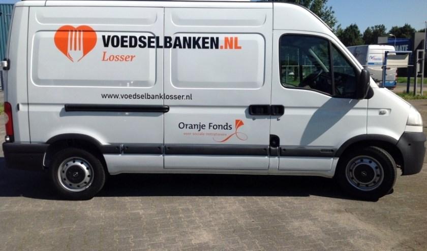 De bus van de Voedselbank Losser. (Eigen foto)