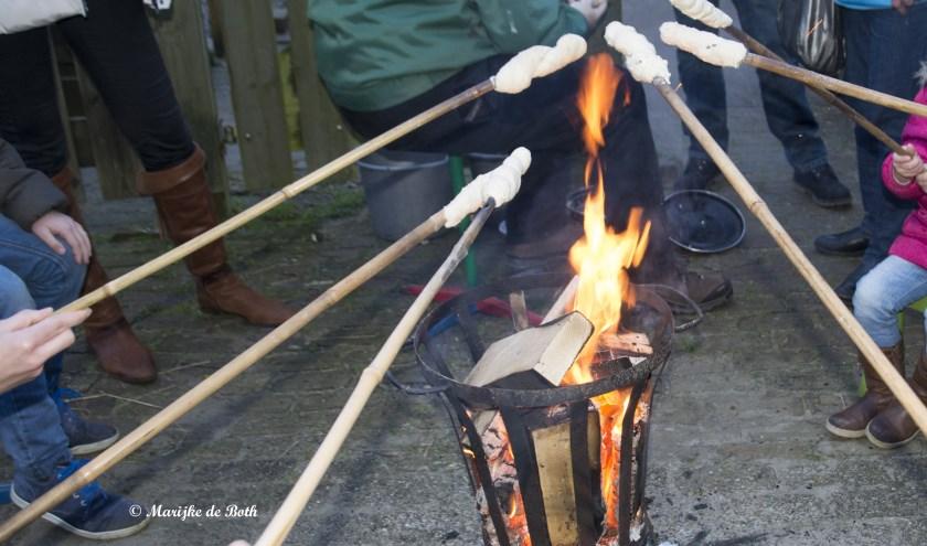Op zondag 22 december kun je bij kinderboerderij Rosorum zelf broodjes bakken. (foto: Marijke de Both)
