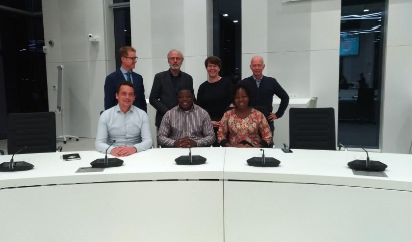 Achter v.l.n.r.: Martien Brander, Victor Molkenboer, Sanne van den Hoek, Cees Boekelo. Voor: Jelmer Vierstra, Albert en Diane Kansie.