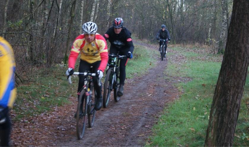 De tocht gaat door de bossen rondom Gemert-Bakel.
