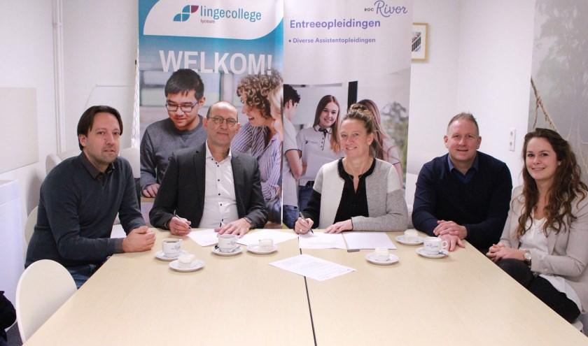 Op de foto v.l.n.r. Dirk van Oosteren (Lingecollege), Peter Schaap (Lingecollege), Josje Verhoeven (ROC Rivor), Frank Arnoldus (ROC Rivor) en Mariëlle Konings (ROC Rivor)