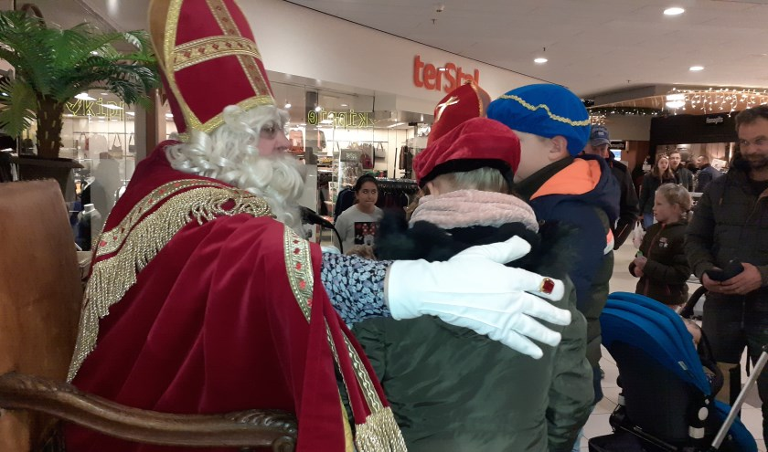 Sinterklaas was te gast in winkelcentrum Hasselo.
