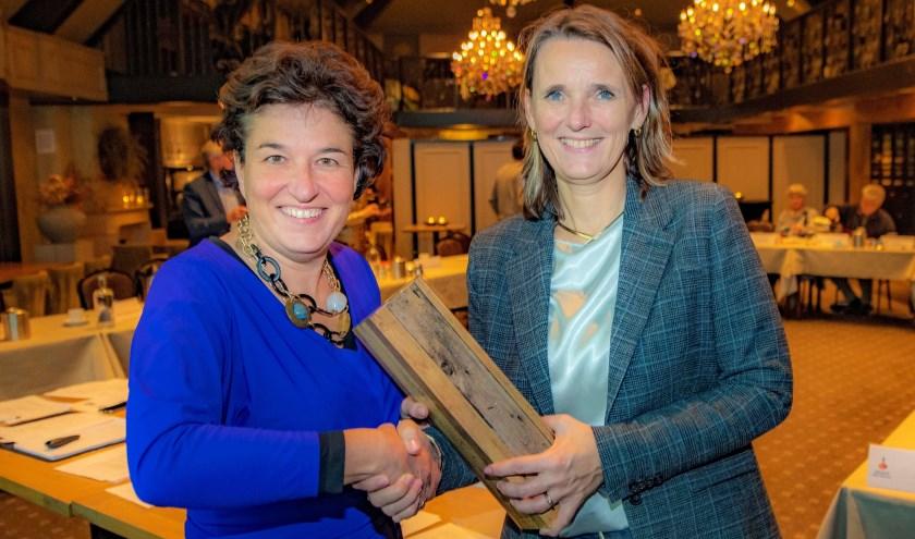 RvC-voorzitter Heske Groenendaal (links) en directievoorzitter Ans Verhoef. (foto: Peter Venema)