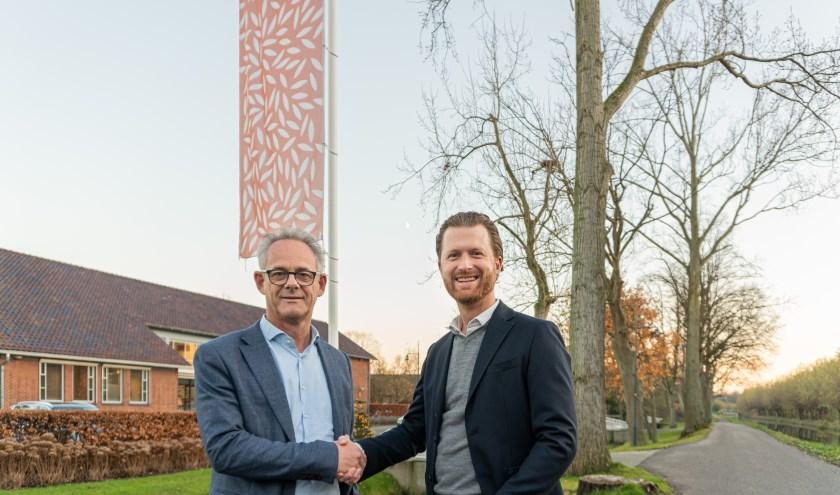 Manager Gebiedsontwikkeling Wilgenrijk Peer de Rooij en Directeur ABB Bouwgroep Jan Dekker zijn erg verheugd dat de bouw van Verreweg gaat starten.