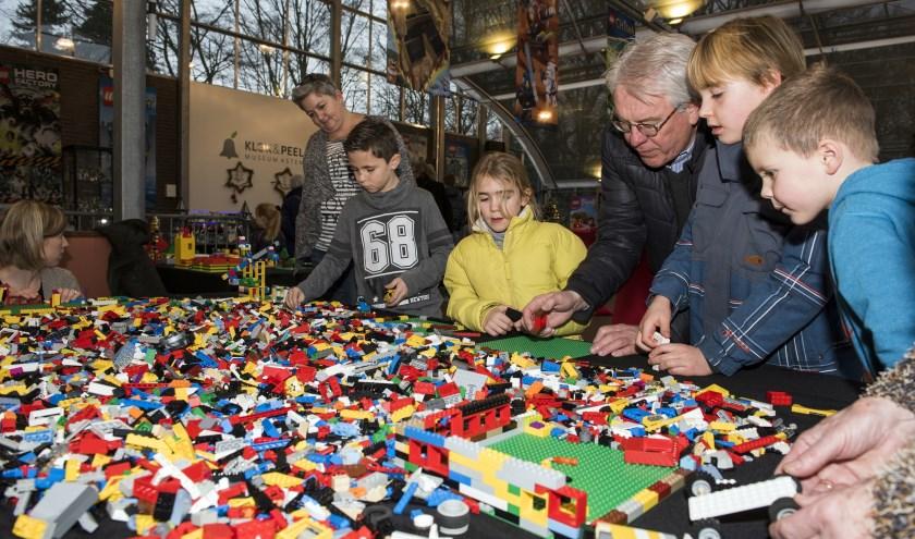 De Lego-experience is er voor groot en klein. Foto: Cor v.d. Ven.