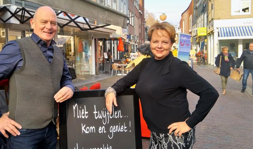 We zijn in gesprek met Margriet en Michel van Heesch, het bekende horeca-echtpaar. (foto: Janet Kooren)