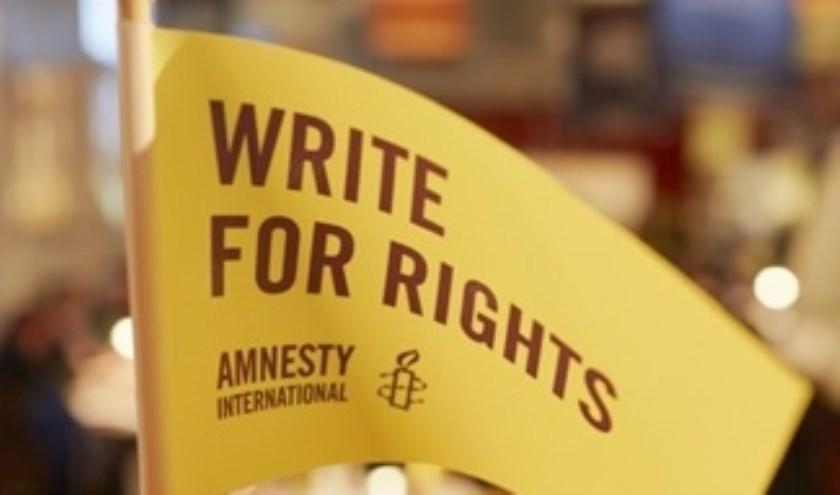 Schrijven voor Amnesty. (Foto: Privé)