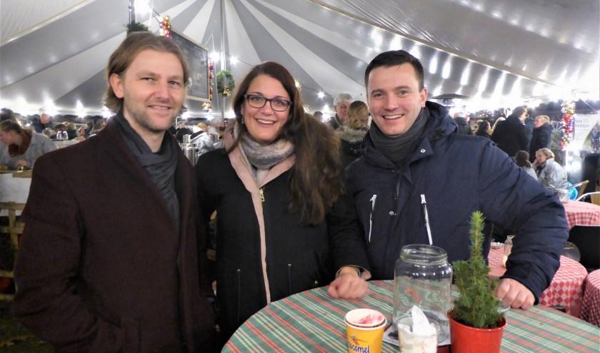 Steven Ruikes is al jaren een vaste bezoeker op de kerstmarkt. Martine Leusink en Remco Verwaaijen zijn er voor de tweede keer.