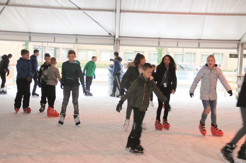 Duivense ijsbaan. Opening op vrijdagavond 6 december om 19.00 uur.