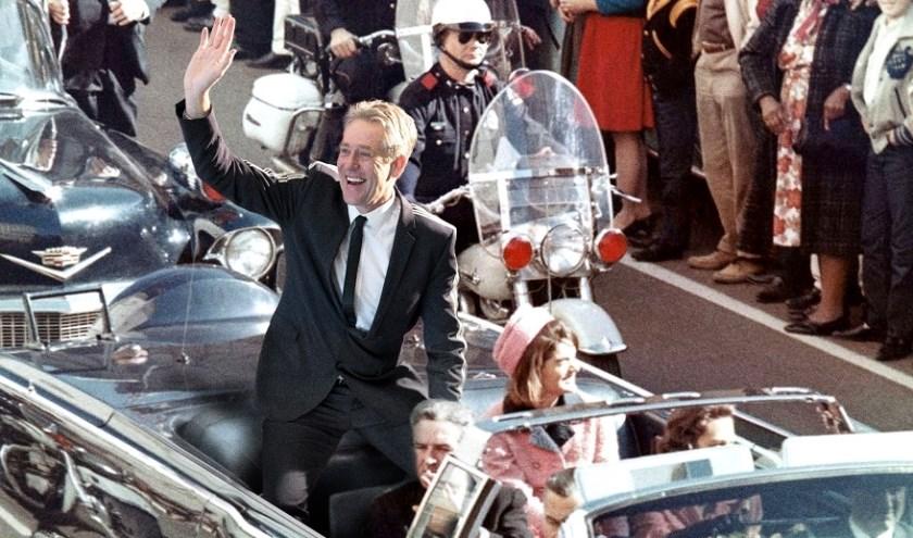 Opnieuw gaat Peter Heerschop als zelfbenoemd Minister van Enthousiasme het land in. (Foto: Privé)