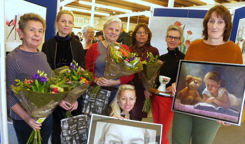 Vlnr: Heleen Blok, Jessica Groenewegen, Sandra Bunnik, Femke van Roosmalen, Miranda Bulk, Maidy Koster, Annemiek Berkouwer.