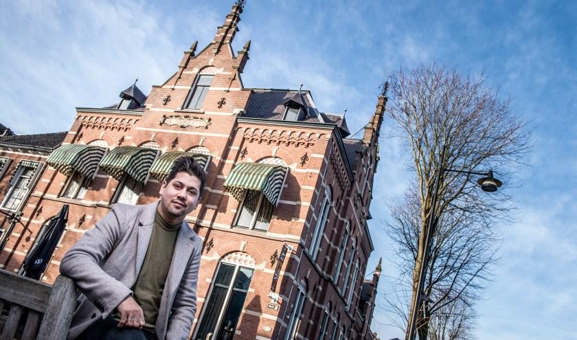 Jermain de Rozario voor zijn nieuwe restaurant. Foto: Ad Vereijken Fotoid.nl.