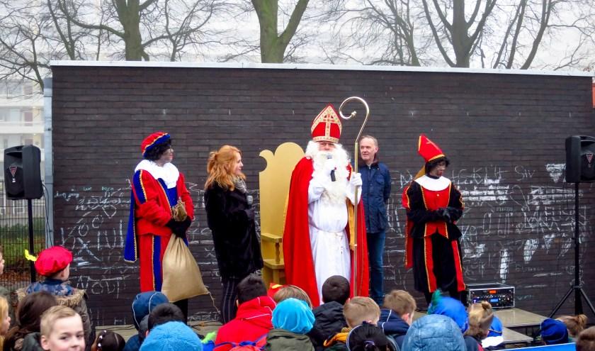 Janita Goedhart en Erik Smit verwelkomen Sinterklaas
