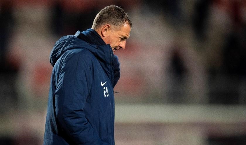 Ernie Brandts druipt af nadat het Brabants onderonsje met TOP Oss uitmondt in een nederlaag voor FC Eindhoven. (Foto: Johan Manders).