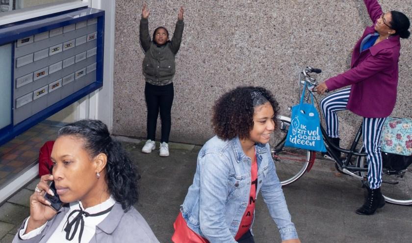 De theatergroep bestaat uit ervaringsdeskundigen die ons leren hoe het is om te moeten leven onder de armoedegrens. Zij delen hun verhaal.