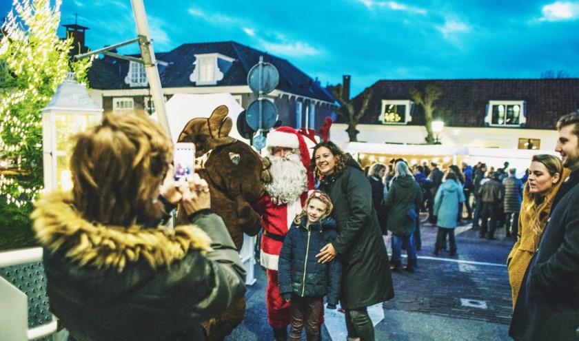 Zaterdag 7 december: een sfeervolle kerstmarkt in Vreeland. Foto: Len Land Photography