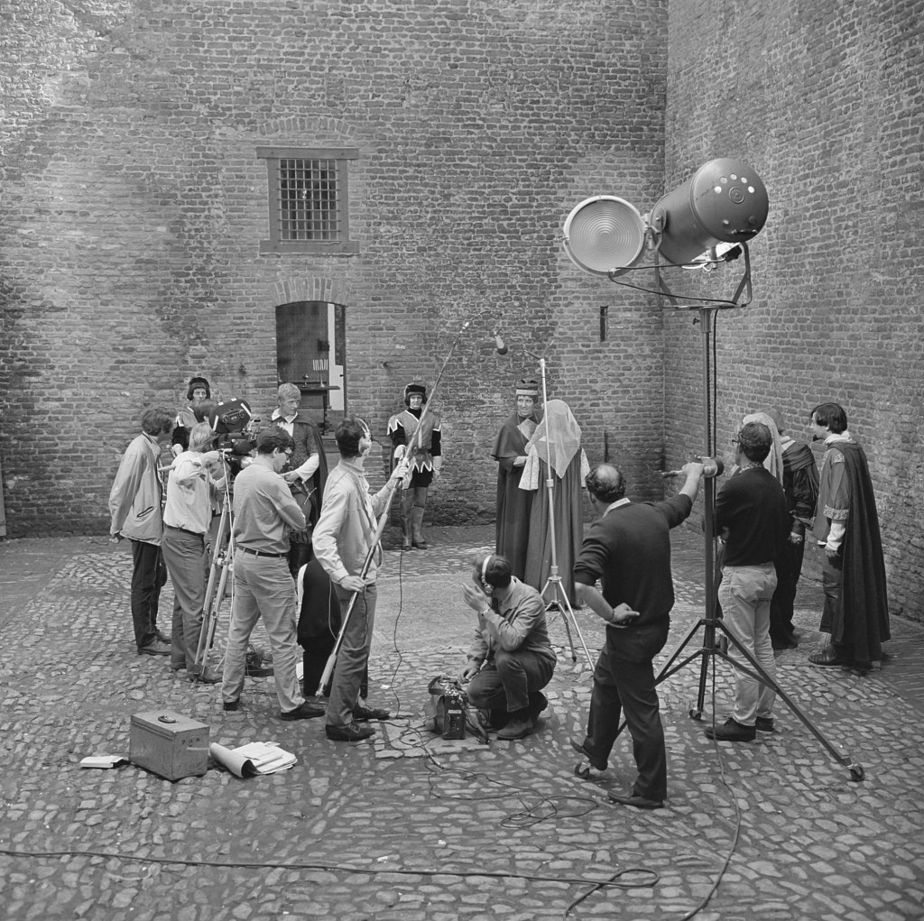 De tv-serie Floris is deels opgenomen op Slot Loevestein. Foto: Beeld en Geluid  © DPG Media