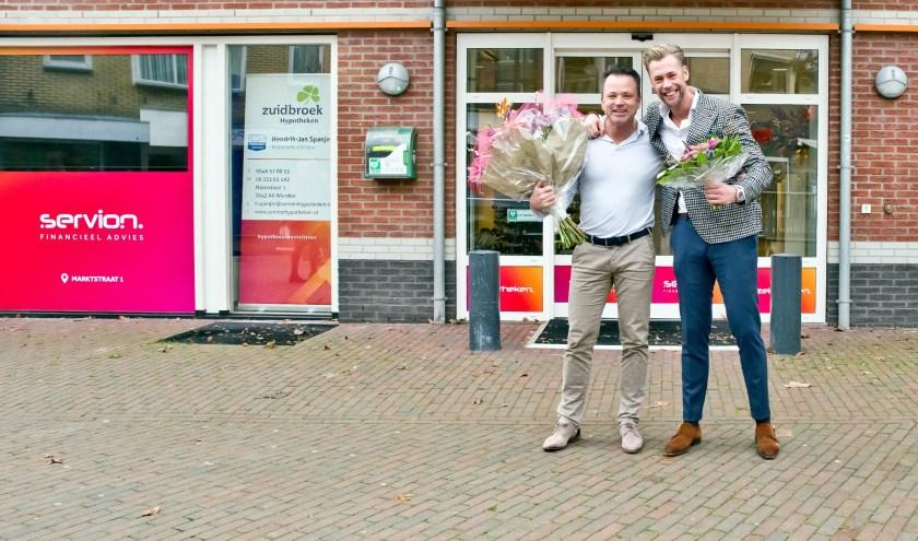 Het vrijkomen van het voormalige Rabobank-pand was voor Hendrikjan en Martijn een mooie stap om nóg meer betrokken te zijn bij Wierden. (Foto: Simon Dirks Media)