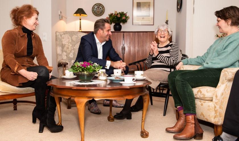 Minister Hugo de Jongemet (v.l.n.r.) Sabine Blom van Assendelft, mevrouw Bonarius en Claartje Duynstee (Saar). (Foto©judithcapponfotografie).