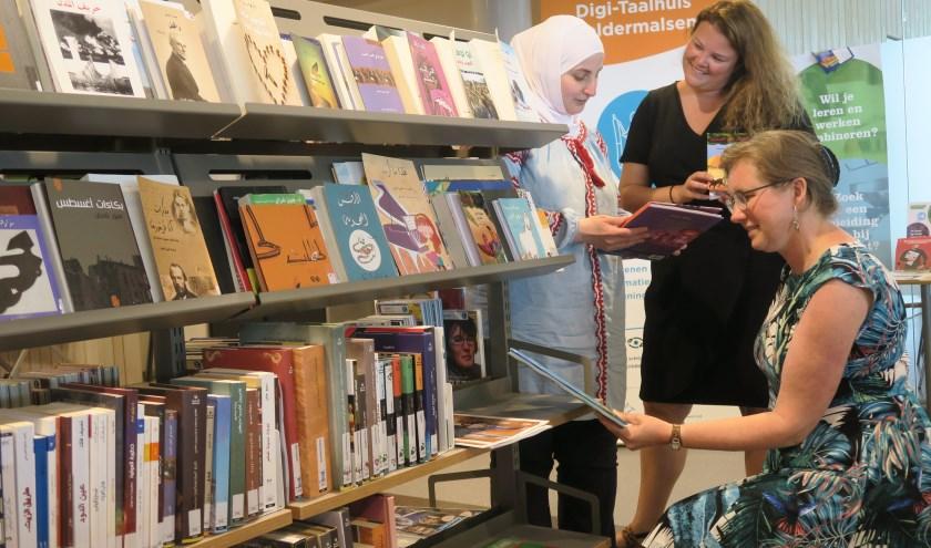 Het uitlenen van boeken blijft een belangrijk onderdeel van het bibliotheekwerk. (Foto: Archief/Karel van Noppen/bibliotheek Rivierenland)