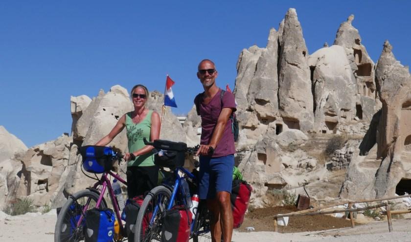 Hilgien en Auke onderweg in Cappadocië in Turkije, met zijn geweldige natuur (foto: privé-foto).