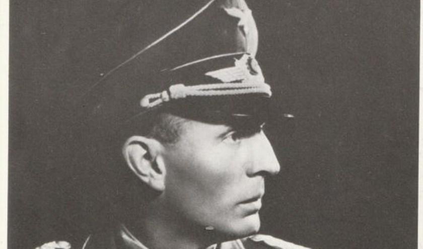 Freiherr Von der Heydte, commandant van de Waffenschule in Aalten.