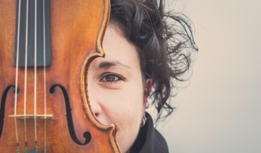 Marieke Booy heeft een vioollespraktijk in Putten en geeft leiding aan het Veluws Jeugd Ensemble.
