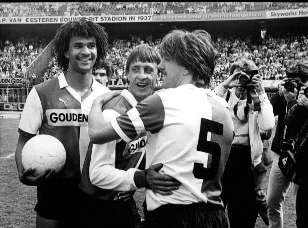 1984, Wijnstekers met Cruijff en Gullit in de Kuip. Dat jaar werd de ploeg landskampioen en wonnen de beker.  © DPG Media