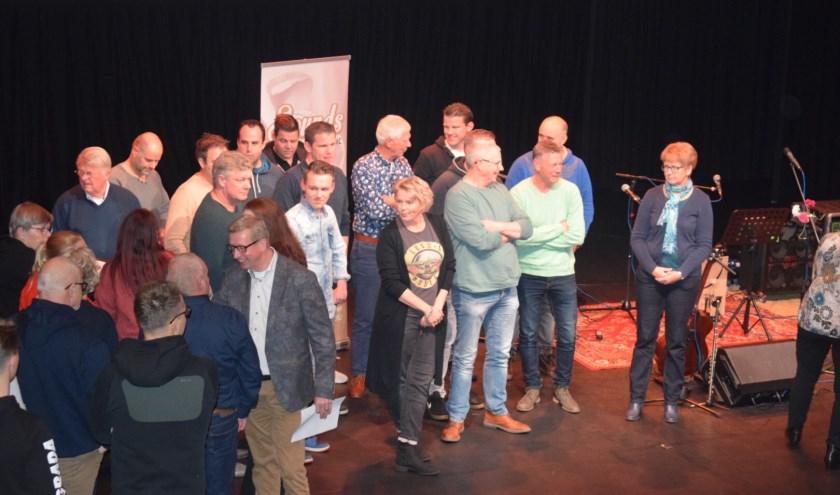 De eerste Vroomshoopse Dorpskwizz was met live muziek bijzonder gezellig. Nu al staat vast dat deze volop geslaagde editie in 2020 een vervolg krijgt.