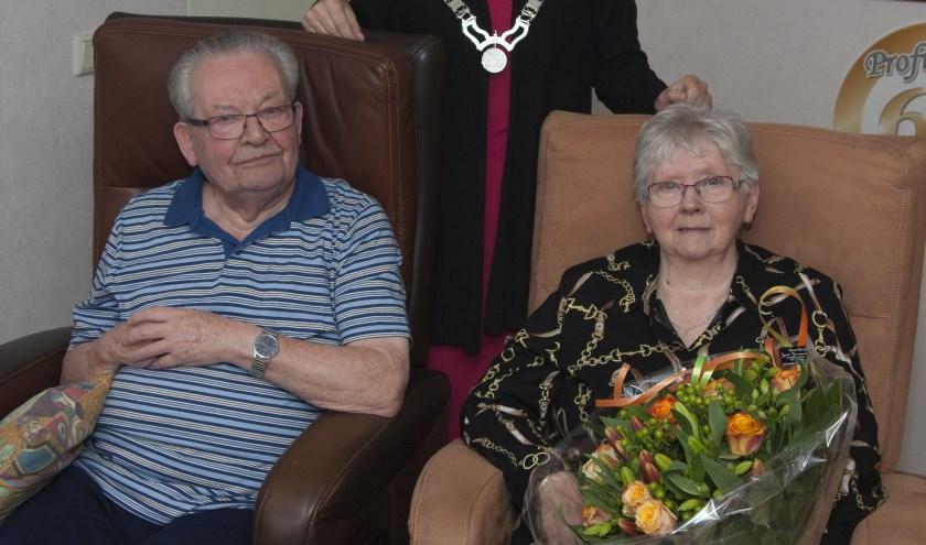 Het diamanten echtpaar Willekes en burgemeester Van Mastrigt. Tekst: Ria van Vredendaal, foto: Xander Willekes