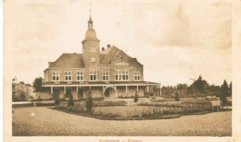 Op 20 december 1919 was het zo ver en werd Het Parkgebouw officieel geopend.