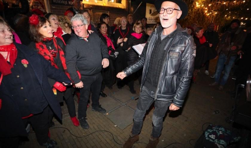In 1997 vonden de zangers elkaar (en hun naam) op initiatief van buurthuis De Sjuut in de Utrechtse Zeven Steegjes.