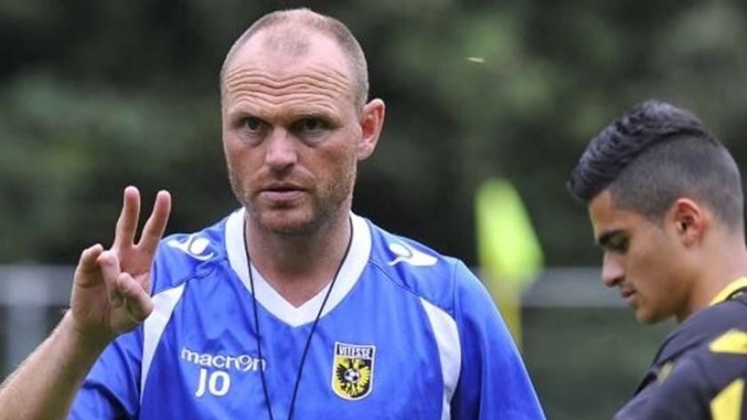 Joseph Oosting (op archieffoto) wordt bij Vitesse de tijdelijke opvolger van de vorige opgestapte hoofdtrainer, Leonid Slutskiy.