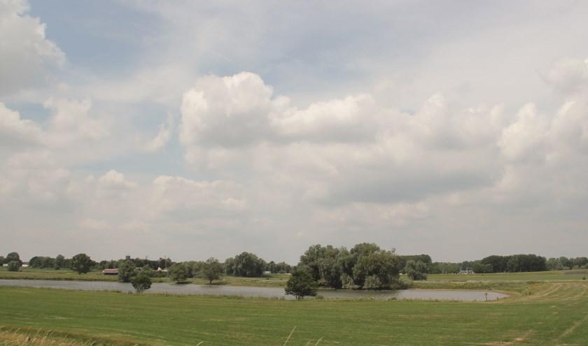 Vanuit Westervoort uitzicht op de Koningspley waar de windturbines komen.