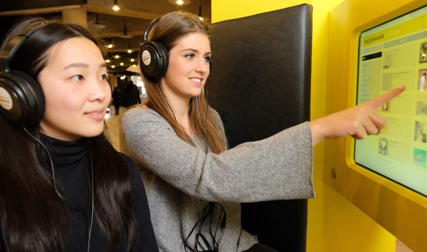 Kom ook naar jouw favoriete muziek luisteren in de bibliotheek. Je kunt naar meer dan 450.000 albums luisteren. (foto: PR)