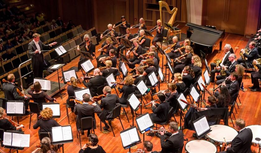 Plaatje van een repetitie van SOE ter voorbereiding op het jubileumconcert. (Foto: Paul Keizer).