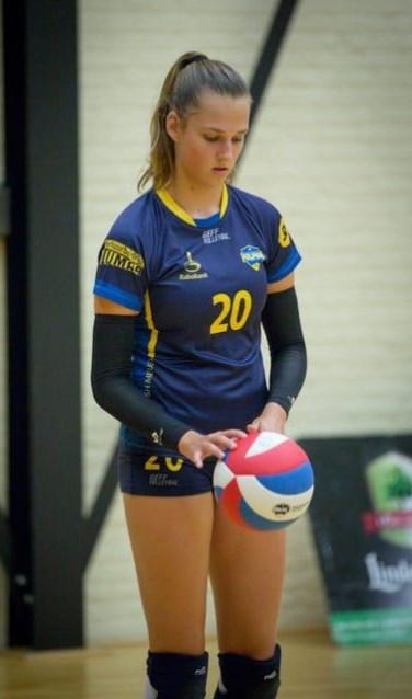 Juul Knapen maakte in november haar debuut in de eredivisie volleybal.